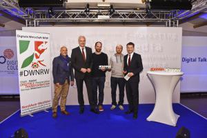 Gewinner des DWNRW Award 2015 in der Kategorie Mittelstand/Handwerk: Bächer Bergmann GmbH. v.l.n.r. Laudator Harals A. Summa, Minister Garrelt Duin, Preisträger Sebastian Bächer und Georg Bergmann, BDW Prof. Tobias Kollmann © Olaf-Wull Nickel